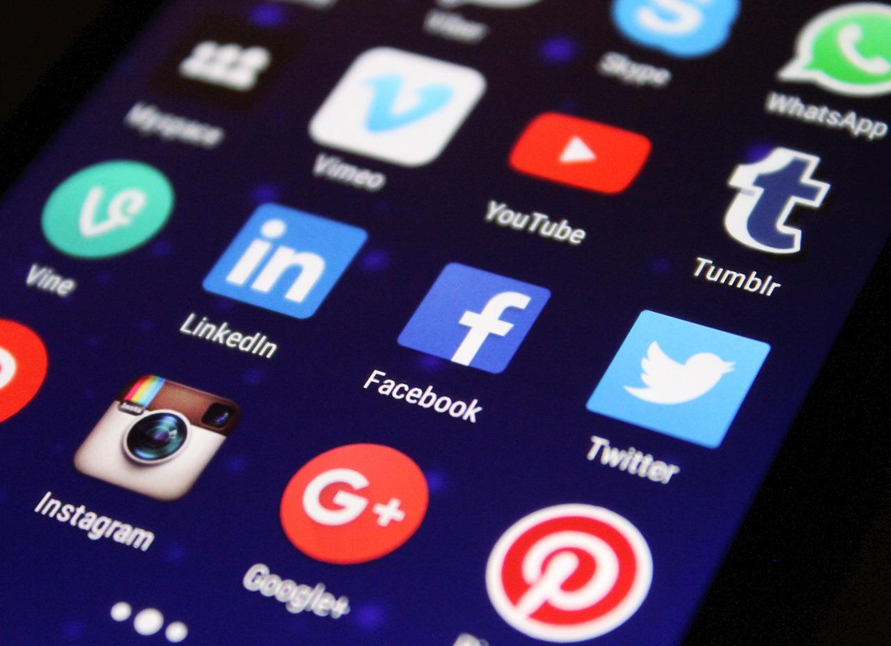 hur mycket tid spenderar vi pa sociala medier